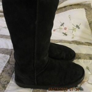 EMU Wool lined Suede boots size 9